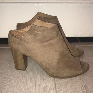 Report goofy tan stacked block heels women's 11